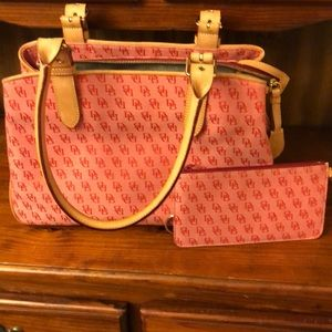 👩‍🦰 Dooney&bourke bag with wristlet